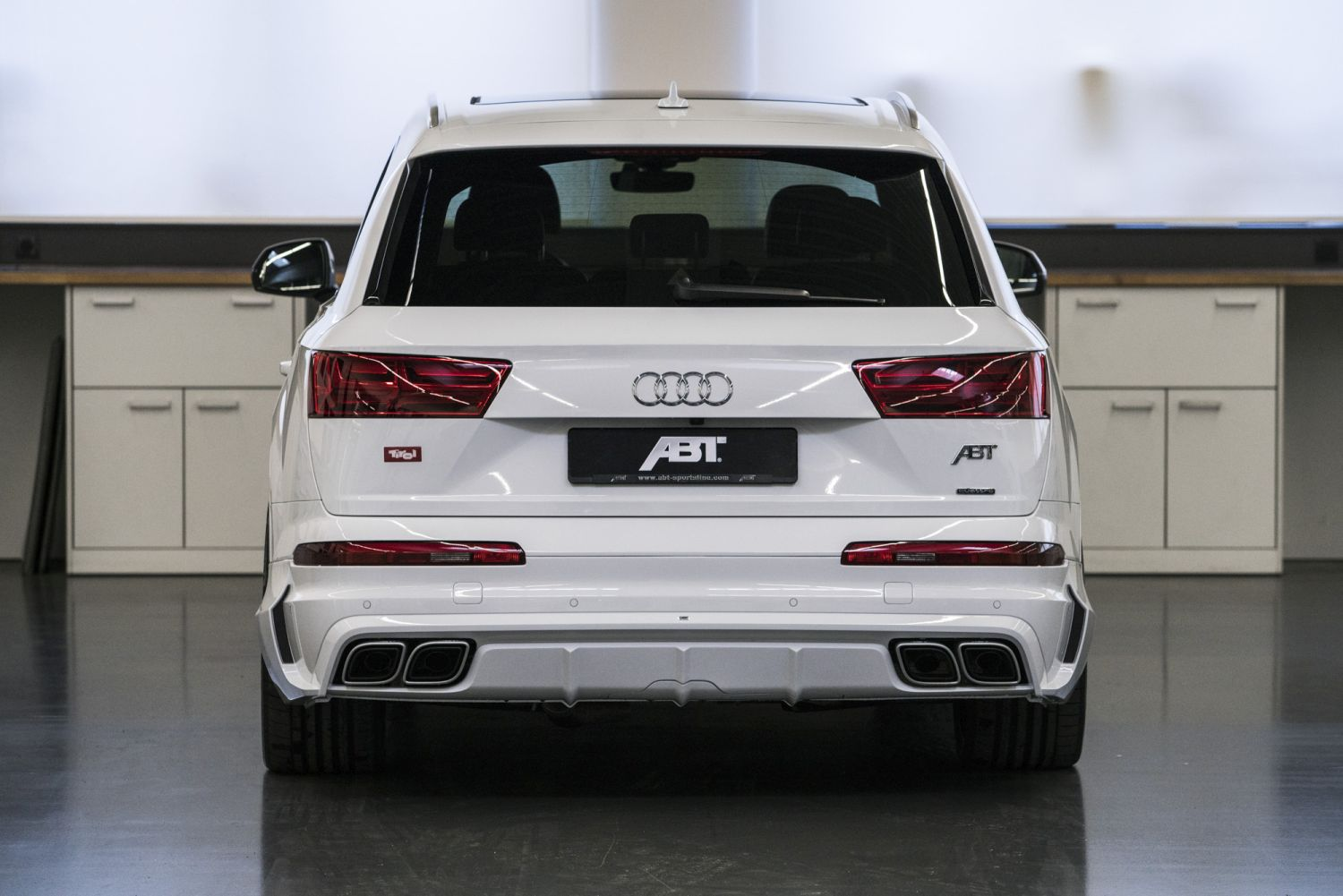 audi q7 e tron with abt aerodynamic package. Black Bedroom Furniture Sets. Home Design Ideas